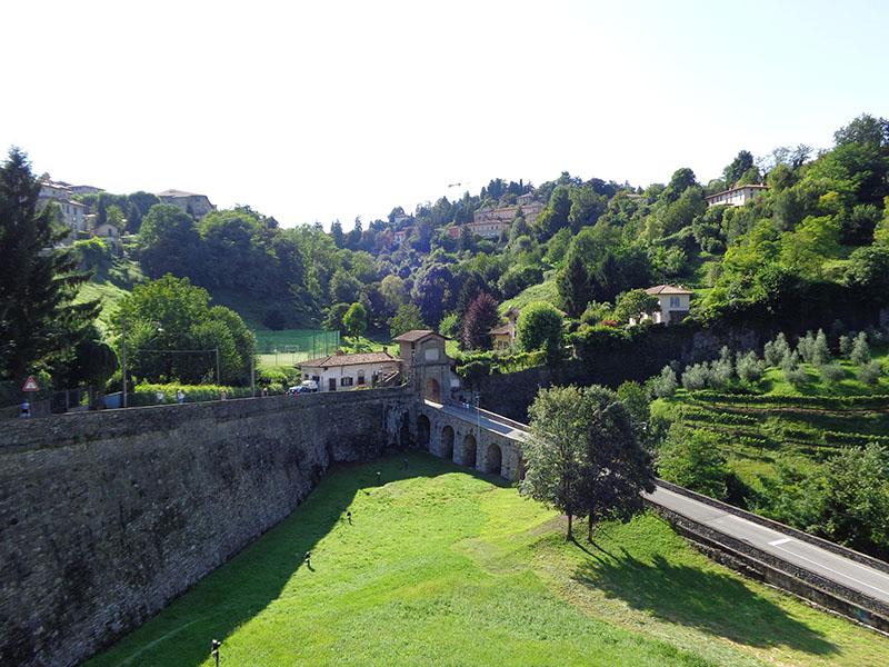 Bergamo_quater_Pas_in_Valverda_Porta San Lorenzo (Porta Garibaldi)