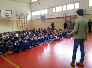 Fisi_alpi_centrali_dicembre_2014_sci_campione_nelle_scuole