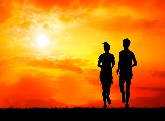 running alba buio sole tramonto photo credit 123rf.com-profile_dskdesign riproduzione riservata
