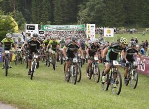 Lavarone_100_km_dei_forti_2015_mountain_bike_partenza_photo_Newspower_Canon
