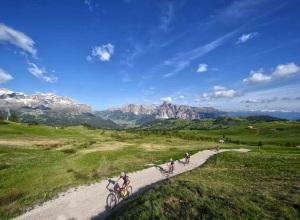 Suedtirol_Sellaronda_Hero_Val_Gardena_Dolomiti_mountain_bike