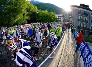 ciclismo_granfondo_stelvio_santini_foto_03_gruppo_partenza