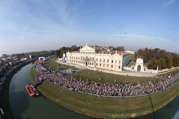 Venicemarathon_2015_Venezia_partenza_01_photo_credit_Matteo_Bertolin_G_Colombo_Italo_Greci_Andrea_Pizzato