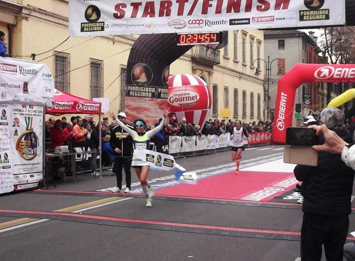 La vincitrice della Maratona di Reggio Emilia  Catherine Bertone (Atletica Sandro Calvesi) in 2h34'54″