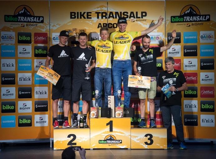 Bike_Transalp_2016_Arco_podio_maschile_ph_organizzazione