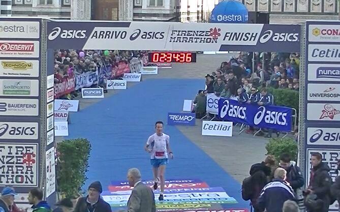 Federico Cagliani (Runners Bergamo) alla Firenze Marathon 2016 - foto crediti organizzazione