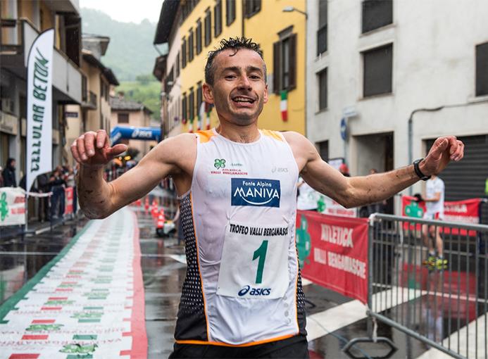 Alessandro Rambaldini taglia il traguardo del Trofeo Valli Bergamasche - foto Gulberti