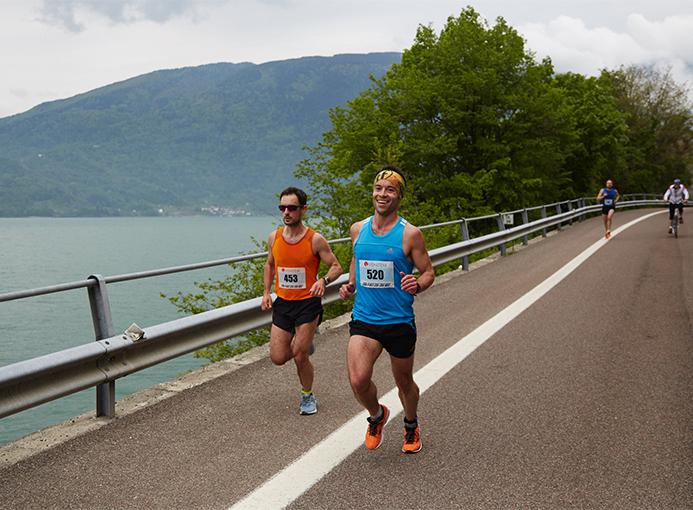 Luca Schizzi e Davide Gazzola al comando dell'Alpago Running Tour - foto Munarin